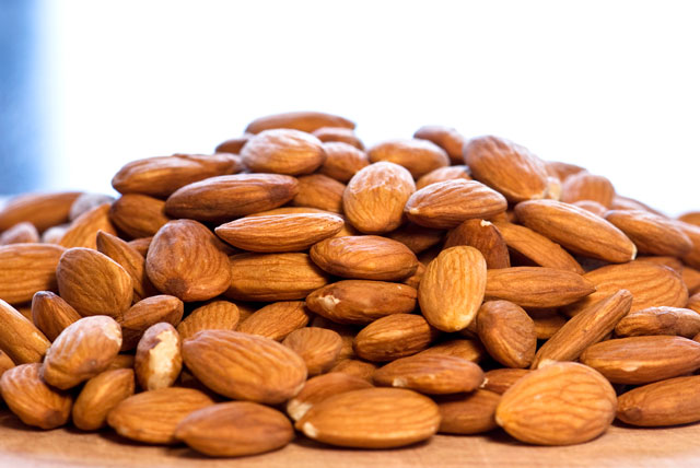 Make Your Own Blanched Almonds, Sliced Almonds & Almond Flour (Almond ...